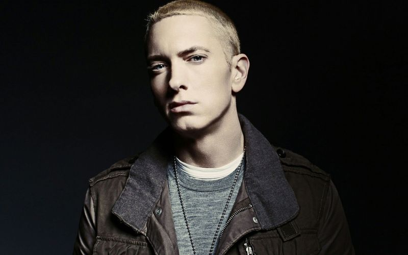 Por último, Eminem se llama...