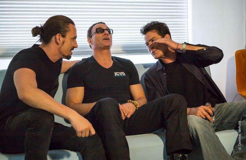 En un videoclip de una canción suya, aparecen con Jean Claude Van Damme y Charlie Sheen. ¿De qué canción se trata?
