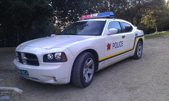 Esto no pinta nada bien, la chica se ha dejado las llaves, te  pones al volante y huyes. Un coche de policía te sigue ¿qué pasa?