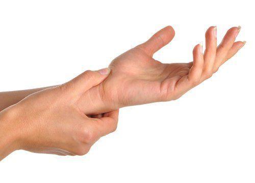(NO PRESTAR ATENCIÓN A LA IMAGEN) Al rodear (con fuerza) tu muñeca con el dedo corazón y el pulgar:
