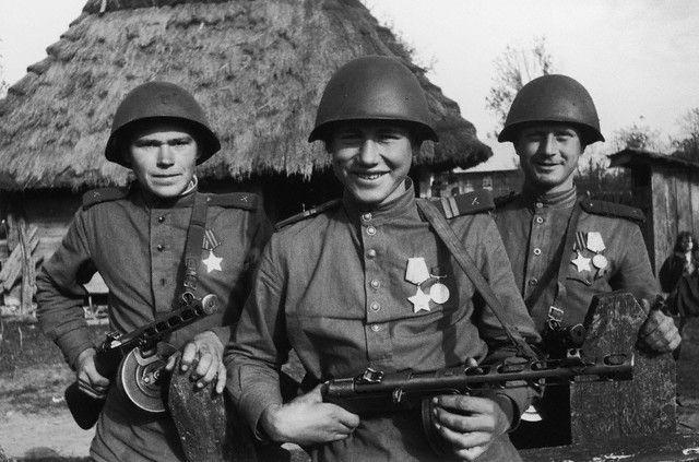 Partes de los Urales en tren al frente de batalla. ¿Por qué te has alistado?