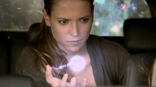 ¿Quién ayuda a Sandra a controlar su poder?