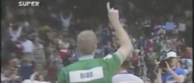 ¿En que año ganó Larry Bird el famoso concurso de triples donde levanta el dedo antes de anotar su última bola?