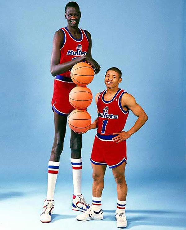 ¿Cuál es el jugador de la NBA más bajito en ganar un concurso de mates?