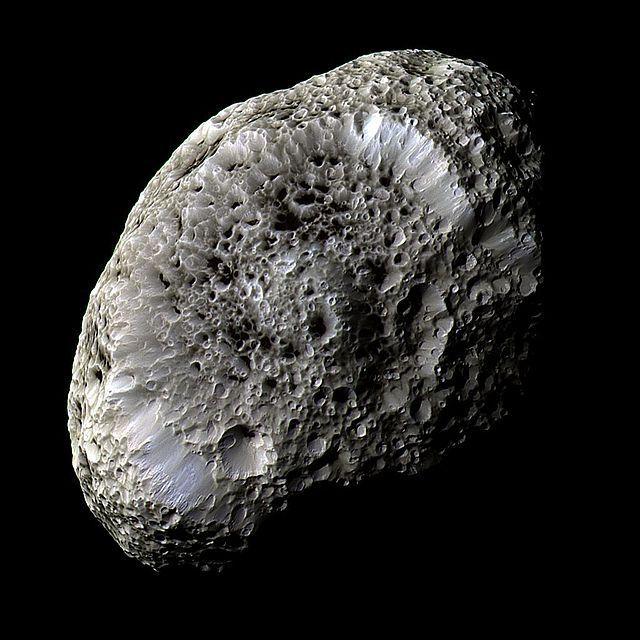 ¿Cuál de estos satélites de Saturno es el enseñado en la imagen, conocido como