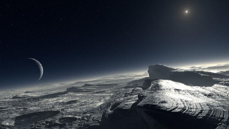 Ahora a las cosas pequeñas. Plutón. ¿Es cierto que tiene 5 satélites?