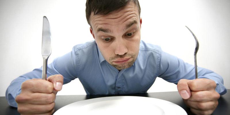 Empiezas a andar pero estas perdiendo fuerzas. El golpe que te diste y la noche sin cenar te ha dado hambre...