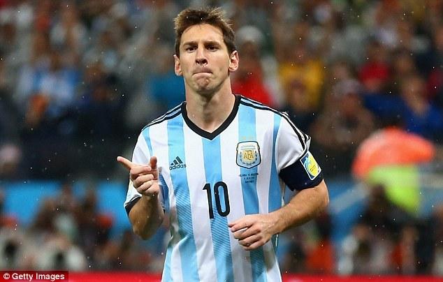 ¿Cuándo debutó con la Selección absoluta de Argentina?