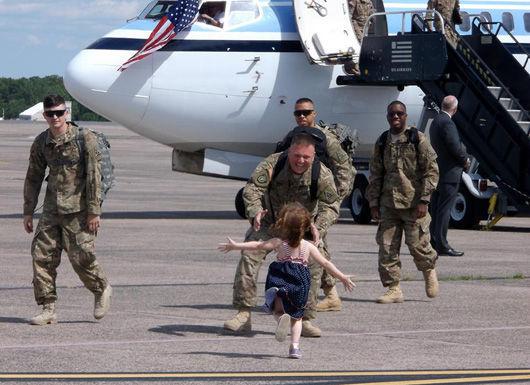 Escribe en YouTube: Soldados regresan a casa de sorpresa (Del usuario: REPUNTO)