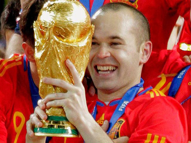 ¿Cuántos títulos ha ganado Iniesta en total? (Con el barça y con España?