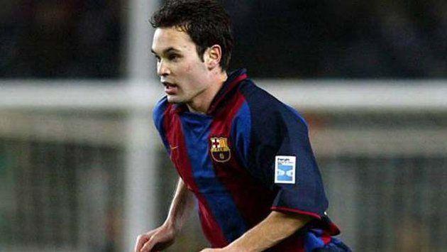 ¿Contra qué equipo debutó Iniesta con el primer equipo del FC Barcelona?