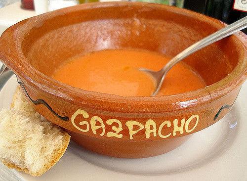 ¿Qué no lleva nunca un gazpacho andaluz?