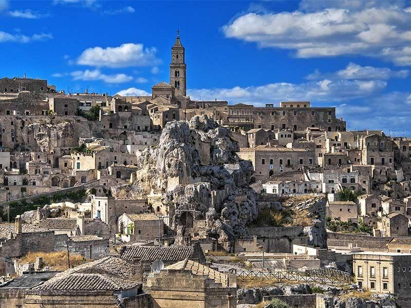 Vamos a Matera y después vamos a África; ¿Sabes donde se sitúa esta ciudad?