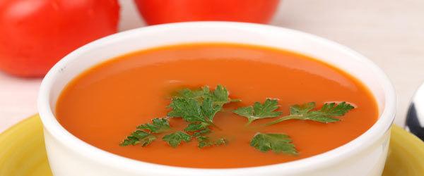 Sopa fría con ingredientes como el aceite de oliva, vinagre y hortalizas crudas. ¿Qué es?
