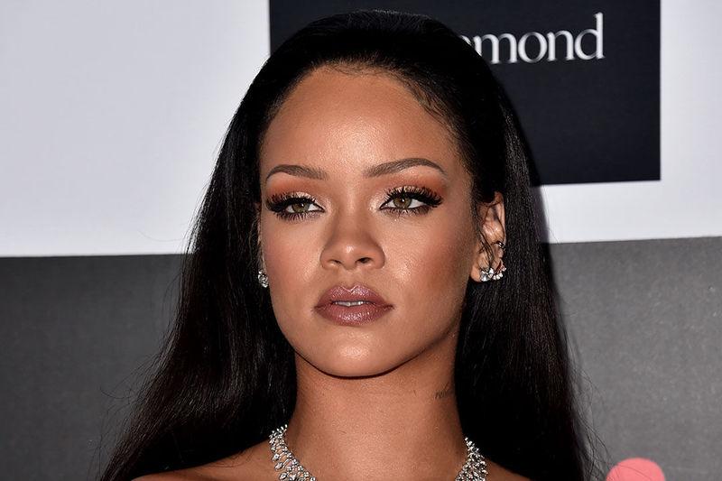 ¿Es Rihanna o su figura de cera?