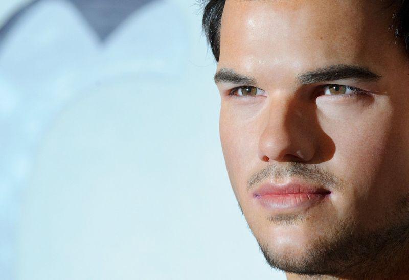 ¿Es Taylor Lautner o su figura de cera?