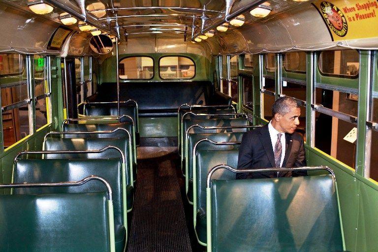 Entras a un autobús, ¿dónde te sientas?