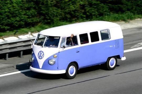 Haces un viaje con tus amigos y amigas más cercanos, vais en una furgoneta cuando de repente tienes ganas de ir al baño