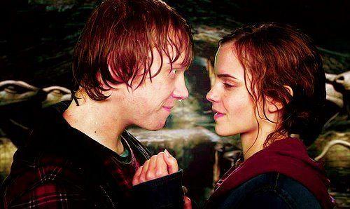 ¿Por qué se besan Ron y Hermione?