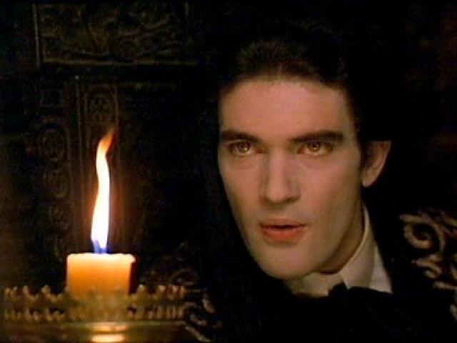 ¿En qué película podemos encontrar al español Antonio Banderas caracterizado como un vampiro?