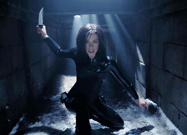 ¿Cómo se llama la actriz que interpreta a Selene en la saga Underworld?