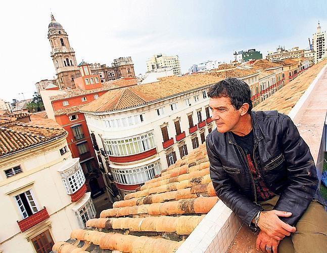 ¿A qué fiesta, costumbre o tradición típica de su Málaga natal es aficionado y no suele faltar nunca?