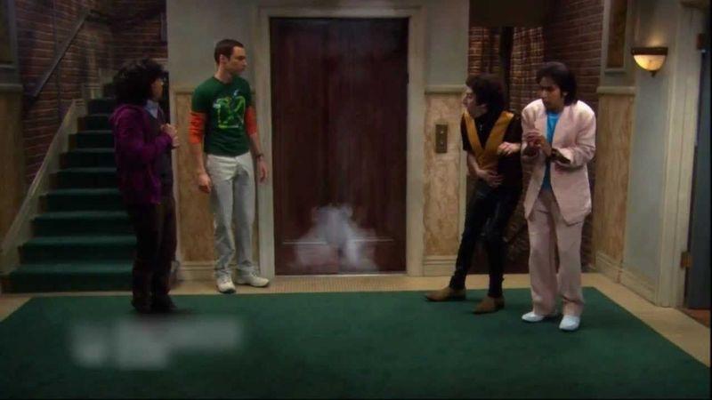El ascensor del bloque se estropeó por un experimento fallido de Sheldon