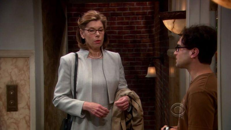 Leonard se lleva mejor con la madre de Sheldon que con la suya