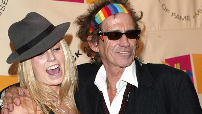 ¿Es la hija o la pareja del cantante Keith Richards?