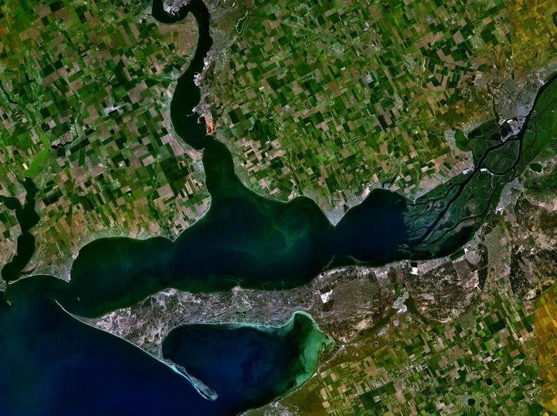 ¿ Dónde desemboca el río Dniéper ?