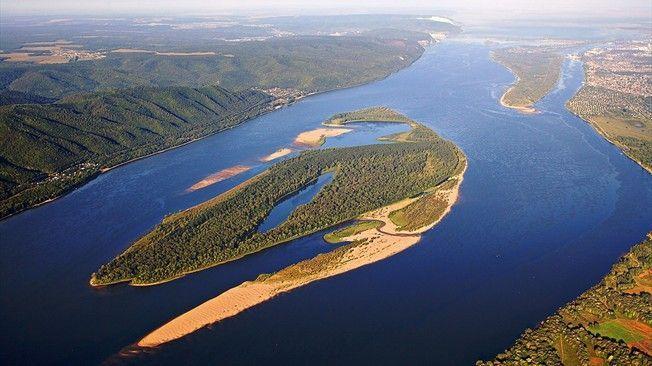 ¿ Qué longitud tiene el río Volga ?