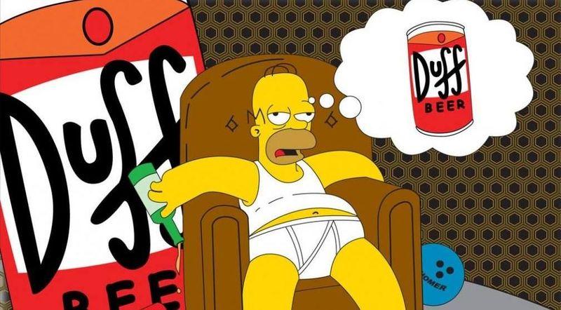¿Cómo se llama el chico cuyo carnet usaba Homer para comprar cerveza?