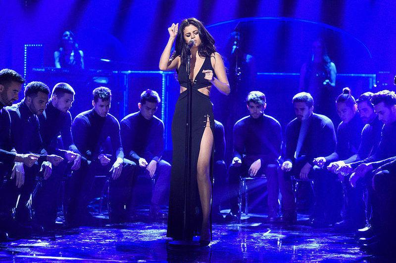 ¿Cuántos discos tiene Selena Gomez?