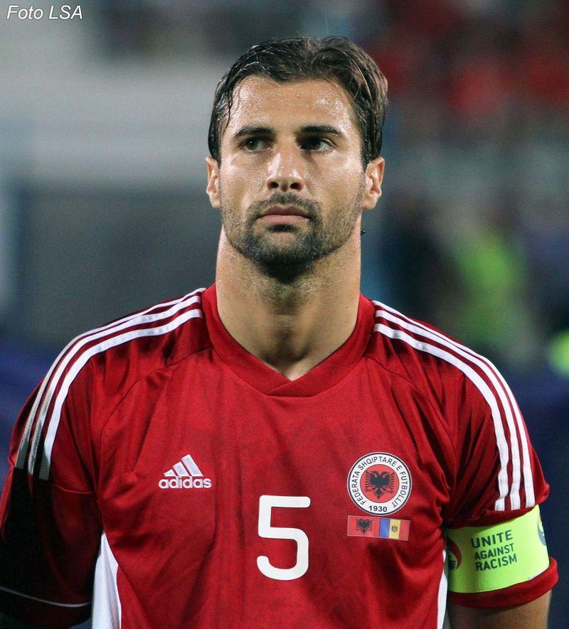 Y este de aquí, el capitán albano, ¿Cómo se llama?