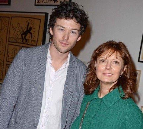 ¿Es la pareja de Susan Sarandon o es su hijo?