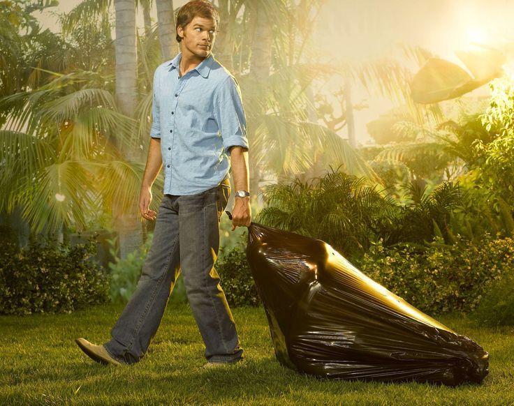 ¿Qué color de pantalón lleva Dexter en casi todos los capítulos?