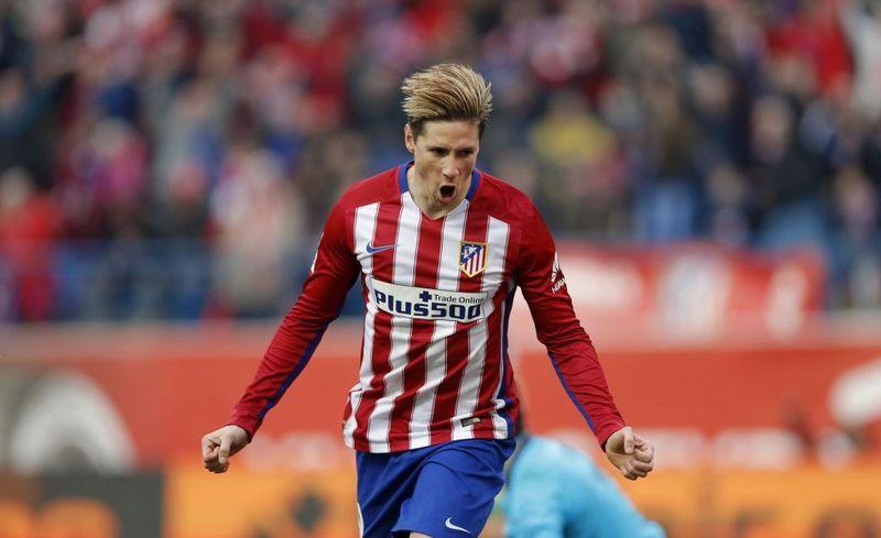 ¿Qué delantero español ha acabado la campaña liguera con el título zarra (máximo goleador español)?