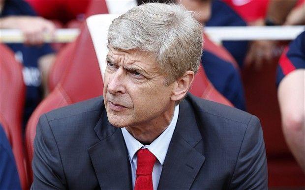 ¿En qué equipo japonés fue entrenador durante la temporada 1995-1996, Arsène Wenger?
