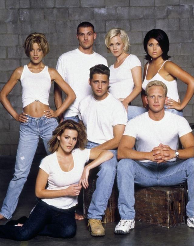 ¿Qué dos personajes principales de la anterior serie aparecen en este spin-off en las primeras temporadas?
