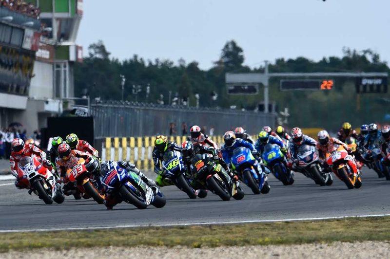 Empecemos por algo sencillo: ¿Quién ganó el título de MotoGP en 2015 y en que circuito?
