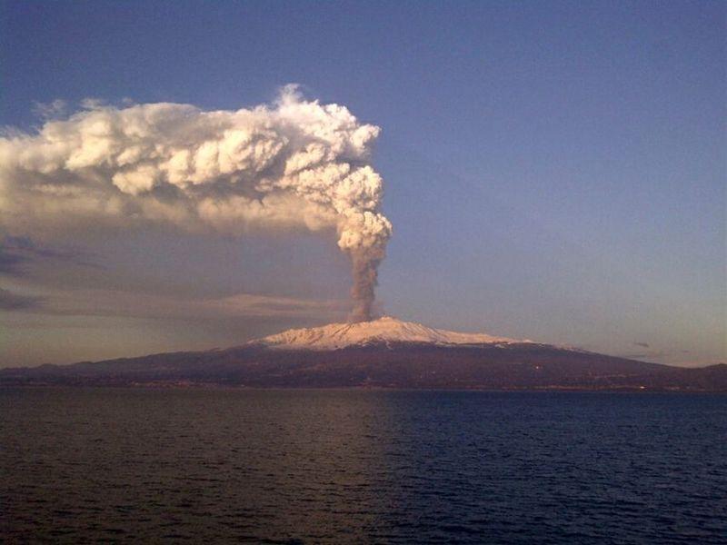 ¡¡Ha entra en erupción un volcán cercano a tu ciudad!!¡¿Cómo lo detendrás?! (supongamos que vives cerca de uno)