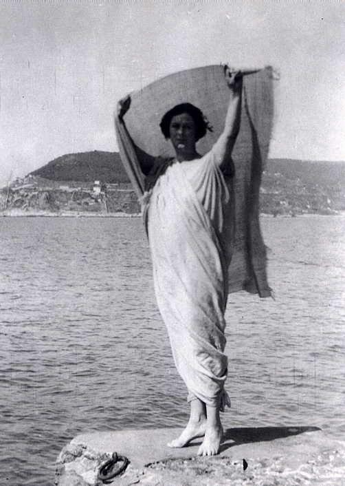 Isadora Duncan fue, según muchos, la creadora de la danza moderna, profesaba una gran afición por las bufandas, ¿Cómo Murió?