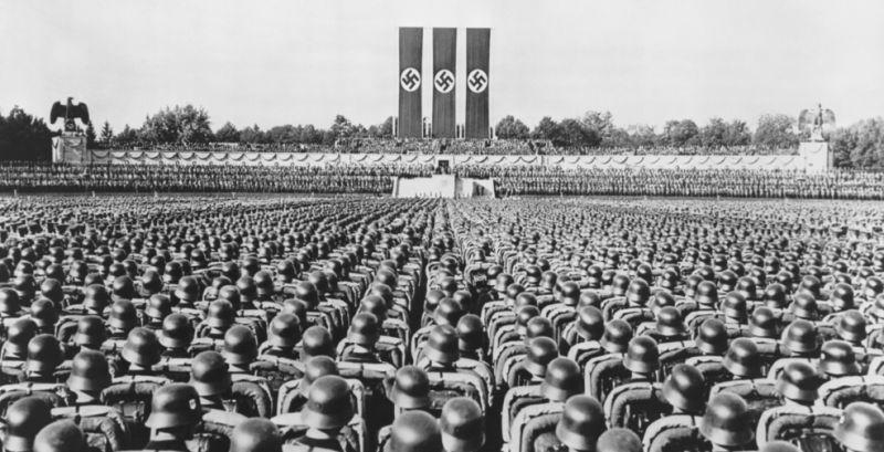 ¿Hacía qué lado mira la Reichsadler de 1935 a 1945?