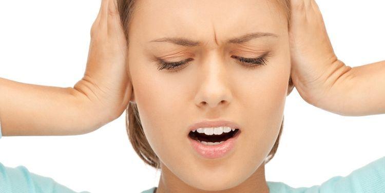 ¿Por qué nos pitan a veces los oídos?