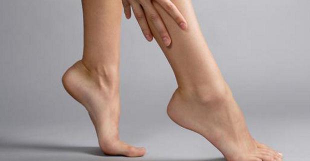 ¿Cuántos huesos tienen el tobillo y el pie?