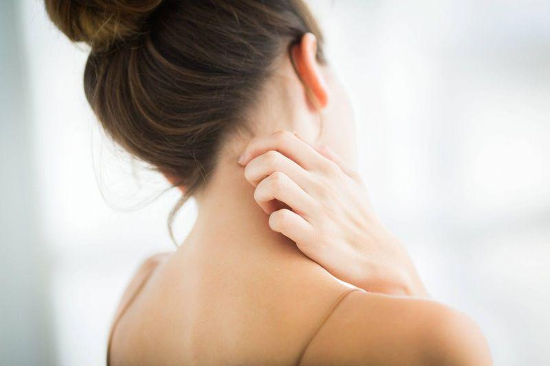 ¿Por qué nos pica a veces la piel cuando no es por enfermedad ni por alergia?
