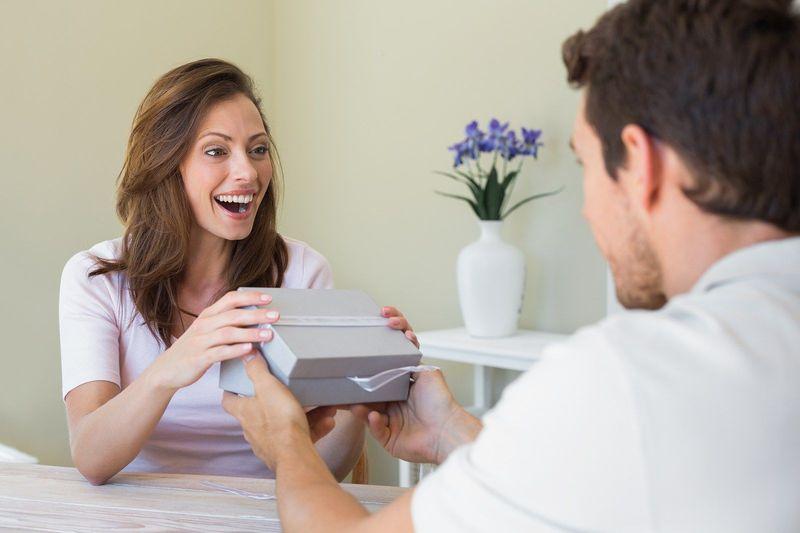 Si tu pareja es de tener muchos detalles y cumplidos contigo, ¿como reaccionas?