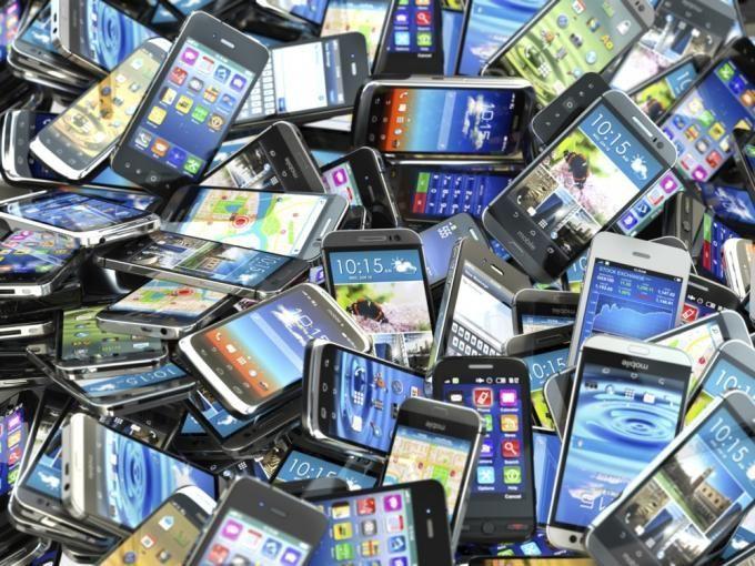 ¿Cuál fue el primer móvil con pantalla a color?