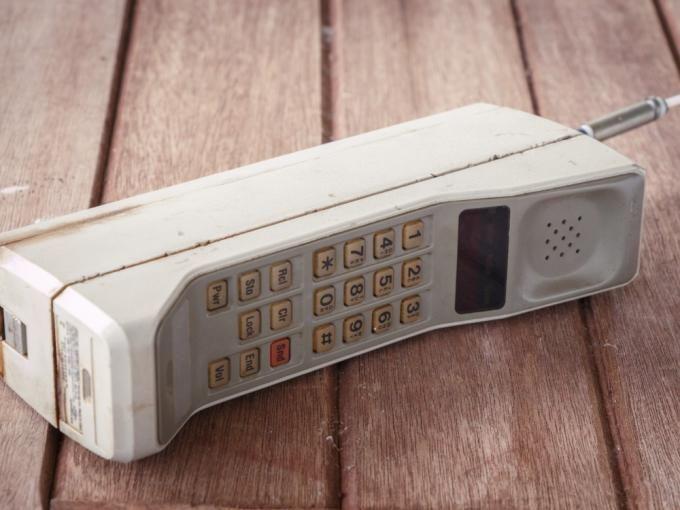 ¿En qué año se puede decir que apareció el primer diseño de teléfono móvil?