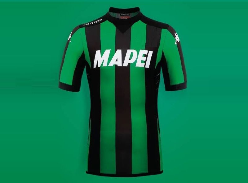 Primera equipación de un club italiano